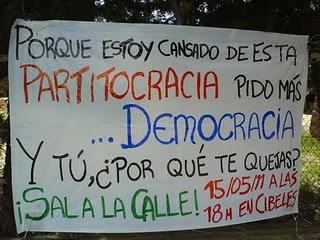 Pancarta protesta contra la partitocracia