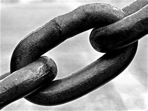 Imagen simbólica sobre las cadenas que mantienen el capitalismo
